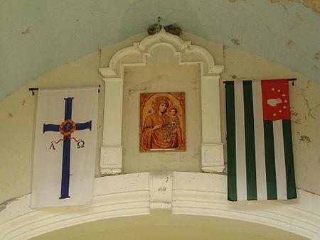 https://upload.wikimedia.org/wikipedia/commons/thumb/4/4d/Abkhazian_church_standard.jpg/450px-Abkhazian_church_standard.jpg