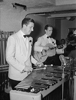 Adrian Rollini and Allen Hanlon, between 1938 and 1948 (William P. Gottlieb 07491).jpg