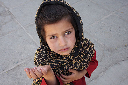 Afghan girl begging in Kabul. Afghan girl begging.jpg