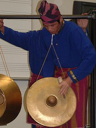 Agung - An agung player demonstrating the new technique of katinengka with his beater.