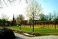 Alte Herrenhäuser Straße 10 Hannover Hardenbergsches Haus Garten Frühling Gegenlicht.jpg