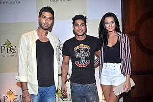 Amy Jackson - Image: Amy Jackson, Prateik Babbar at the Launch of Apicius Kitchen & Bar lounge