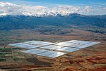 Centrală solară termodinamică cu stocare de căldură în săruri topite în Spania.  Energia durabilă implică creșterea producției de energie regenerabilă, punerea la dispoziție a energiei sigure și conservarea energiei.