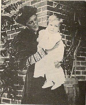 George W. Romney - George with his mother, Anna Amelia Pratt Romney, in Mexico in 1908