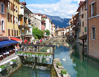 Thiou - View of the Thiou flowing through the city of Annecy