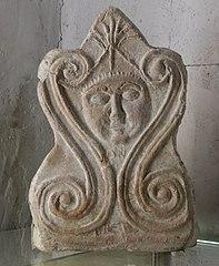 Antéfixe en terre cuite (La Bégude de Mazenc)