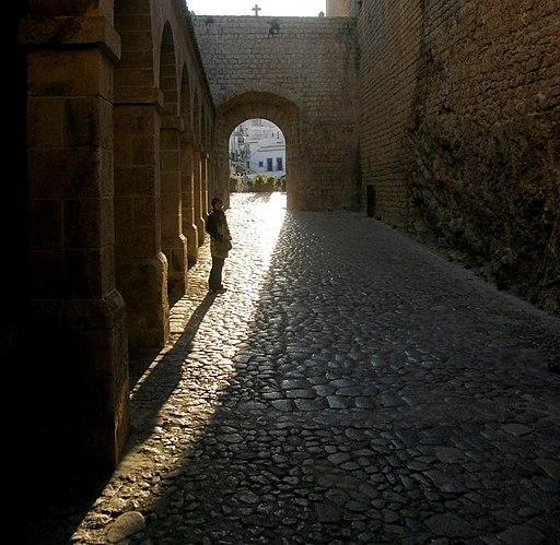 Rastrillo mit Blick durch das zweite Tor auf die Placa de Vila (Ibiza-Stadt)