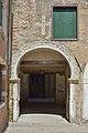 Arco romanico e porticato del teatro Corte seconda del Milion Venezia.jpg