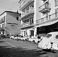 Ascona Straat met het terras van Hotel Müller en het Albergo Battello (Hotel Sc, Bestanddeelnr 254-4843.jpg