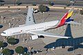 Asiana 777-200 HL7742 (12608625813).jpg