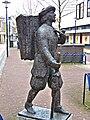 Assen - De marskramer (1983) van Pieter d'Hont - 1.jpg