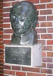 Büste Norbert Burgmüllers von Franz Küsters vor dem Eingang der Tonhalle Düsseldorf (Quelle: Wikimedia)