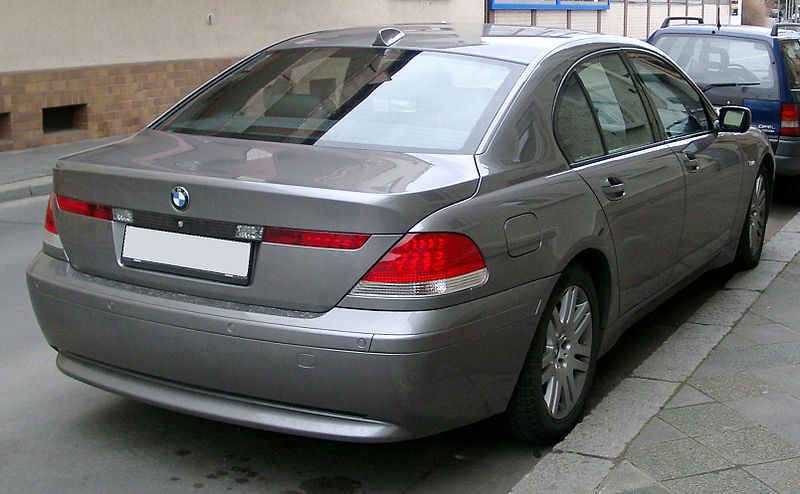800px-BMW_E65_rear_20080121.jpg