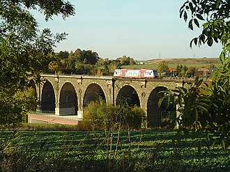 Neukieritzsch–Chemnitz railway - Bahrebachmühle Viaduct with a RS1 unit of City-Bahn Chemnitz over the A 4 in 2006