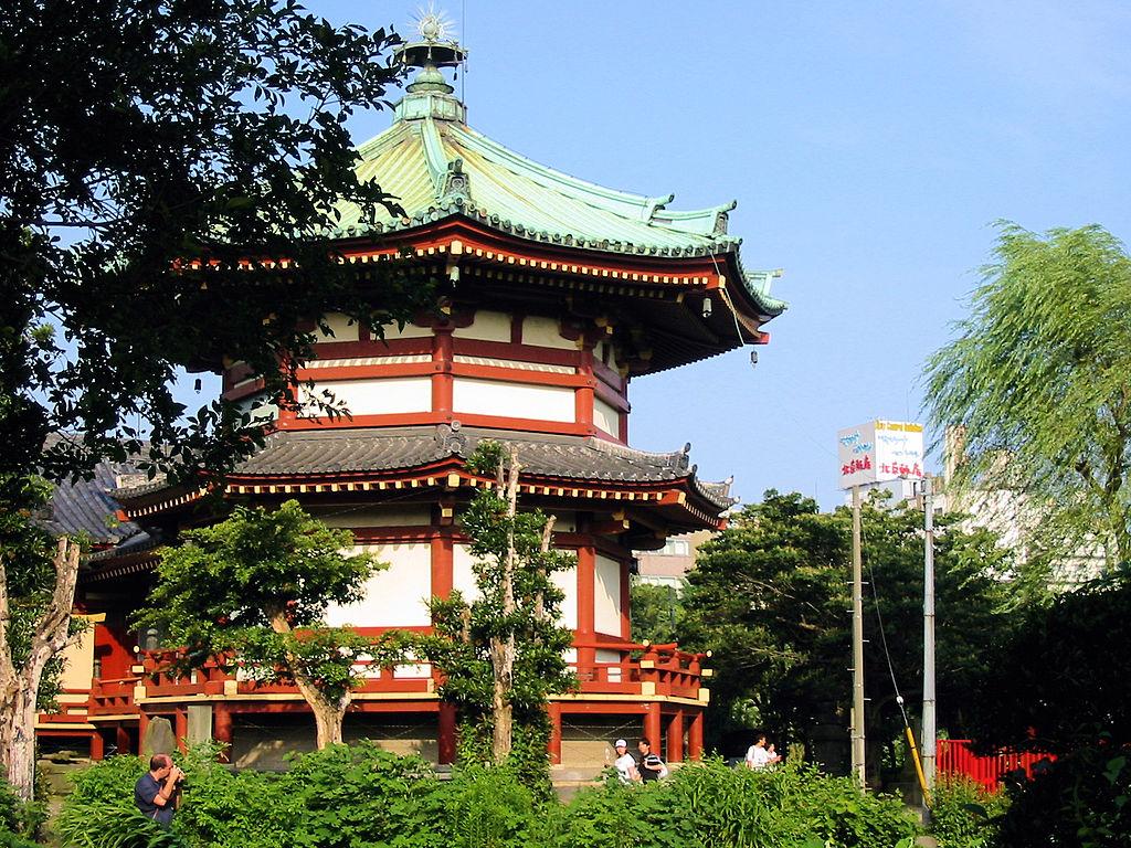 Benzaiten Shrine - Ueno Park 東京上野不忍池の弁天島