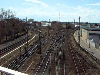 Schifferstadt–Wörth railway - Schifferstadt station: the Speyer line (left) branches from the Mannheim–Saarbrücken railway (right).