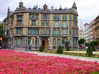 Paul Hankar - Image: Bilbao Plaza Moyúa y Palacio Chávarri (Subdelegación del Gobierno) 1