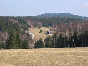 Blatenský vrch - Plattenberg mit Stráň (Ziegenschacht), einem Ortsteil von Potůčky