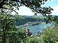 Blick auf Burg Katz, Sankt Goar und den Rhein - panoramio.jpg