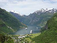 Blick von der Dalsnibba in den Geirangerfjord.JPG