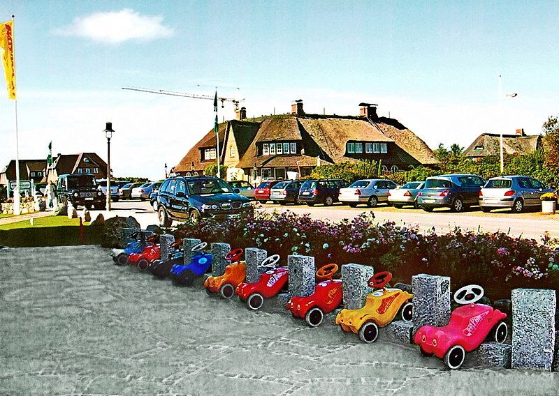 File:Bobby Car Parkplatz in Kampen auf Sylt (retuschiert).jpg