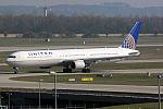 Boeing 767-424(ER) United Airlines N76064 (13606114263).jpg