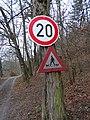 Bojanovice (PZ), údolí Kocáby, dopravní značky.jpg