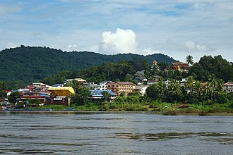Houayxay - Ban Houayxay viewed from the Mekong River