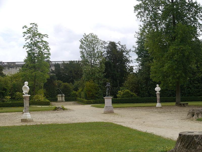 File:Bosquet de la Reine - Versailles - P1180600.jpg