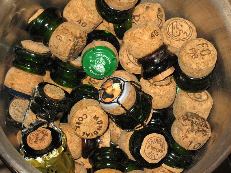 File:Bouchons de champagne sabrés.jpg