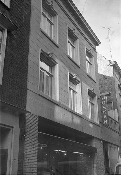 File:Bovendeel voorgevel - 's-Hertogenbosch - 20110824 - RCE.jpg