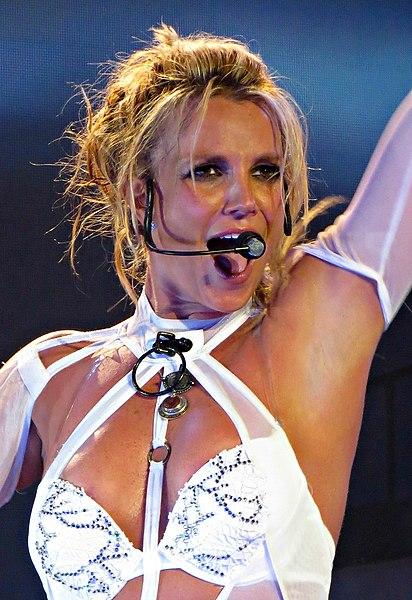 412px-Britney-Spears-Vegas-July-13-2016.