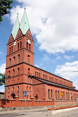 Brusy kościół Wszystkich Świętych front 04.07.10 p.jpg