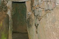 Bryn Celli Ddu - interior view