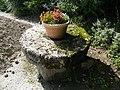 Buigny-Saint-Maclou, Somme, Fr, ancienne meule du moulin, parking du château.jpg