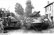 Bundesarchiv Bild 101I-301-1954-06, Nordfrankreich, Panzer V (Panther) in Ortschaft