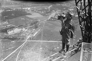 Head for heights - Press photographer on the transmission tower in Königs Wusterhausen, 1925