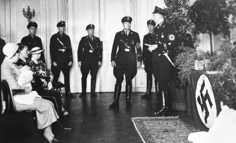"""Bundesarchiv Bild 146-1969-062A-58, """"Verein Lebensborn"""", Taufe"""