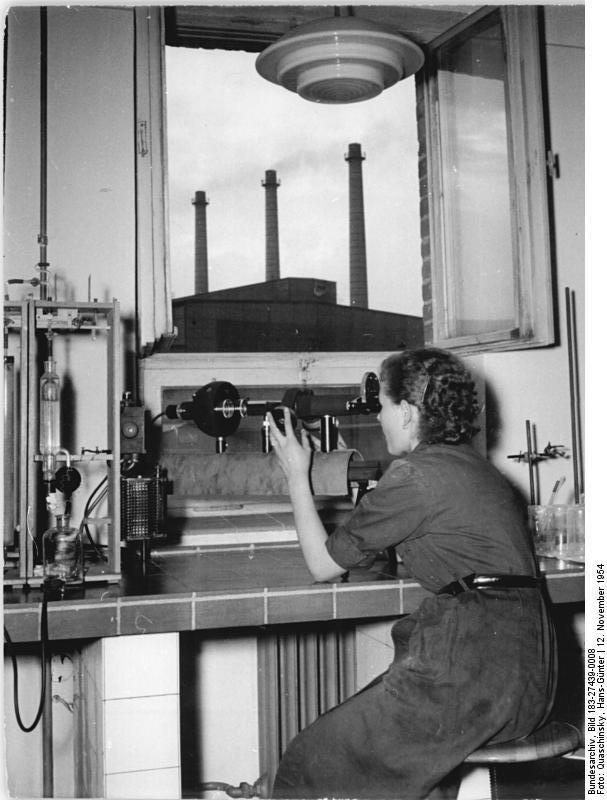 Bundesarchiv Bild 183-27439-0008, VEB Stahl- und Walzwerk Brandenburg-Havel