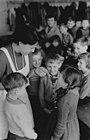 Bundesarchiv Bild 183-80085-0002, Grundschule, Schutzimpfung gegen Kinderlähmung.jpg