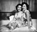 Cô Lan-Hương và cô Thanh-Hương, Hà-nội 1952.png