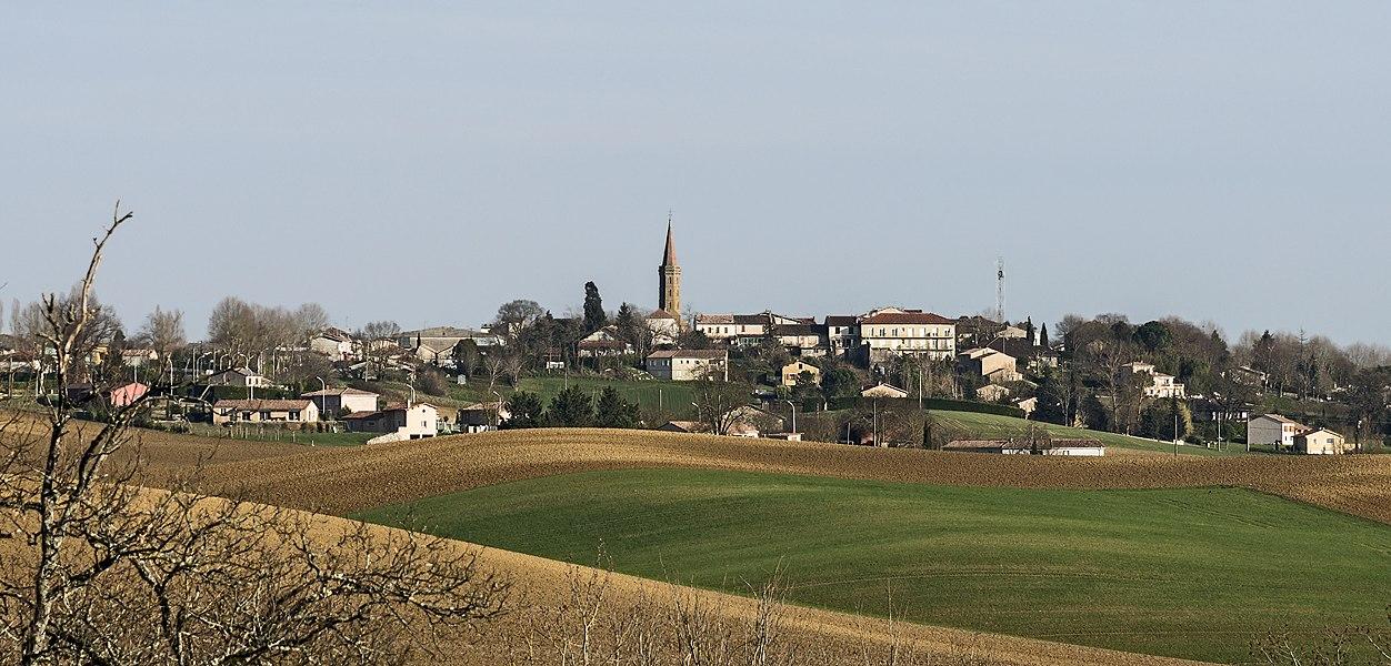 English:  Cadours, Haute-Garonne, France, view from the Château de Laréole