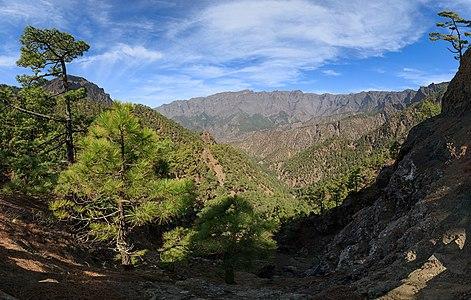 View from the Mirador de los Roques on the Caldera de Taburiente, La Palma