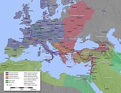 Un mapa del Mediterráneo, con las rutas de Hugo I de Vermandois, Godofredo de Bouillon, Bohemundo de Taranto, Raymond IV de Toulouse, Robert Curthose y Baldwin de Boulogne resaltados.  También se destacan los principales imperios cristianos y musulmanes de la época de la cruzada.  Las grandes batallas en Asia Menor están marcadas.