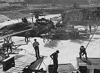 Celilo Falls - Native salmon fishermen at Celilo Falls. Russell Lee, September 1941.