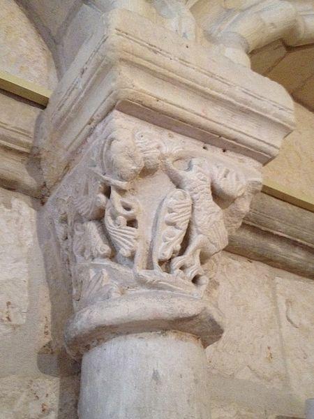 Chapiteaux de la chapelle.