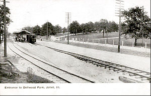 Chicago and Joliet Electric Railway - The stop at the entrance to Dellwood Park