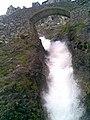 Chorro de agua en Poncebos, Cabrales ( Asturias ) - panoramio.jpg