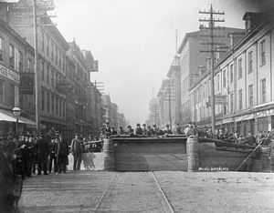 Cincinnati riots of 1884 - A more solid barricade on Main Street using construction materials from a nearby site