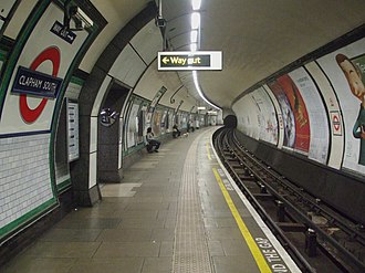 Clapham South tube station - Image: Clapham South stn southbound look north